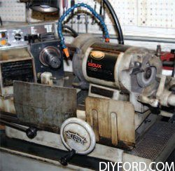Ford Big-Block Guide: How to Refurbish the Cylinder Heads Step by Step 006