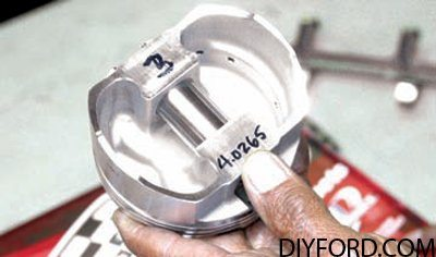 Ford 351 Cleveland Rotating Assembly Guide: Pistons 2