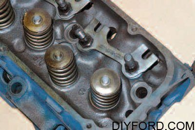 Cylinder Heads and Valvetrain Interchange for Big-Block Fords 16