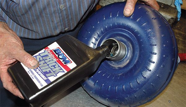 Torque converters must be serviced with a minimum of 1 to 2 quarts of Dexron III or Mercon V fluid for a good pump prime and a well-lubricated start-up. When the converter is installed, it fills the pump cavity with fluid.