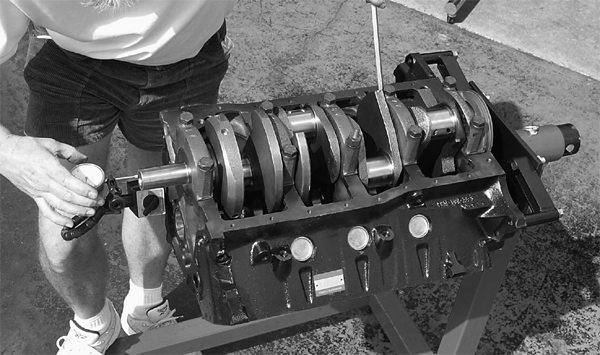 With the main caps properly torqued to 95-105 ft-lbs, Mark checks crankshaft end play, which should be between 0.004 and 0.008-inch.
