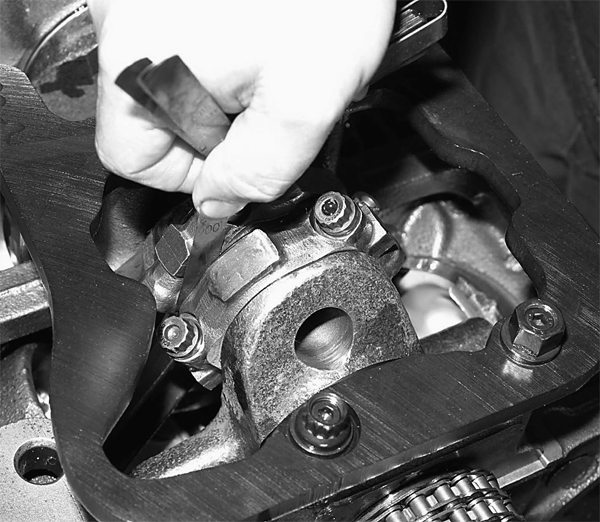 With all eight pistons installed, John checks connecting rod side clearances. Clearances should be .010 to .020-inch.
