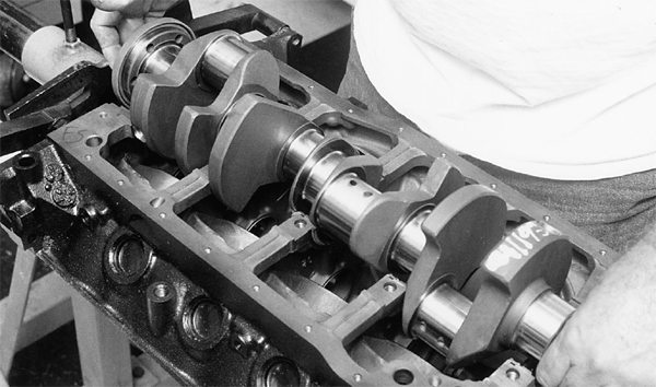The crankshaft is installed as shown. Mains have been lubricated.
