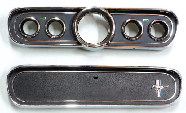 The remainder of the 1966 GT350s (those built on 1966 Mustangs) utilized a five-dial dash, which had become standard fare on the 1966 Mustang. The standard 1966 Mustang dashboard layout with its complementing glove compartment door was used on all 1966 GT350s after the first 252 near-specification cars.
