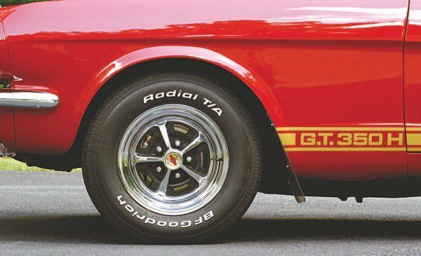 Except for the first two Cragar-equipped prototype GT350Hs, all subsequent Hertz cars rolled on chrome versions of the standard for 1966 Shelby wheel—the Magnum 500. The production cars got gray-painted Magnum 500 wheels.