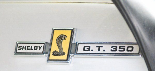 Depending on whether the car was a GT350 or a GT500, the appropriate grille and trunk badge was repeated on the brushed aluminum dashboard trim, replacing the MUSTANG badge.