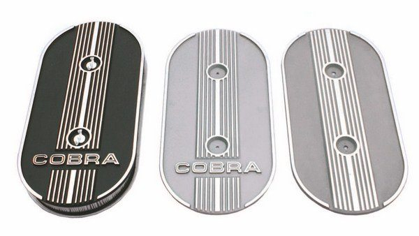 A variety of different aluminum air cleaner tops were seen on 1967 GT500 production with the plain no-name style (right) being the earliest application.