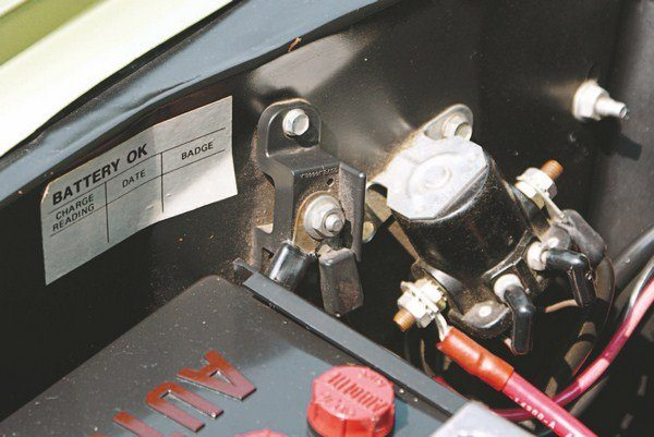 The late 1967-type ammeter junction block was used in 1968 to feed the console-mounted ammeter.