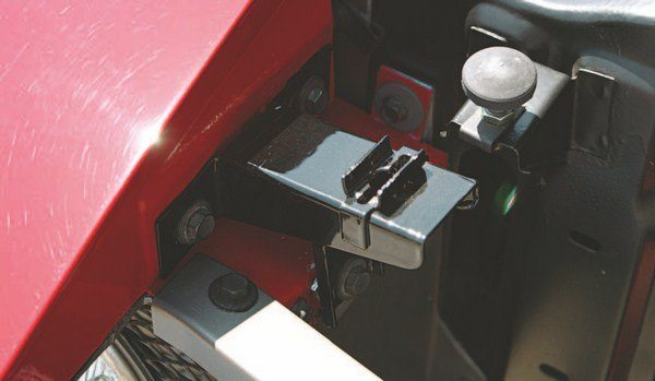 The receptacle for the Dzus lock moved to the side of the front fenders, instead of the radiator support as in 1968 (this was due to the lengthening of the 1969 Shelby hood over that of the base Mustang).