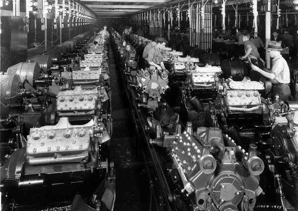 Oh for a day in the engine testing room in 1934 when this photograph was taken. Most of the engines have aluminum heads, but a few iron-head versions are down the middle. (Photo Courtesy Fordimages.com)