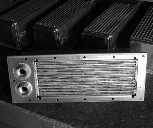 Kenne Bell also manufactures an air-to-water design intercooler for the 1996-2004 4.6L SOHC 2-valve and 4.6L DOHC 4-valve modular engines. These custom-designed barand- plate aluminum-capped intercoolers are capable of reducing the charge temperature between 20 and 30 percent ambient.