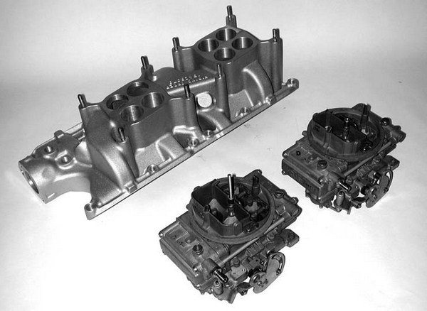 One of the more popular carburetors for blown Ford small-blocks is a 600 cfm vacuum secondary Holley model for the street, or 600 to 650 cfm Holley Center Squirter for competition use. Shown here is a pair of Paradise Paxton Holley Center Squirters.