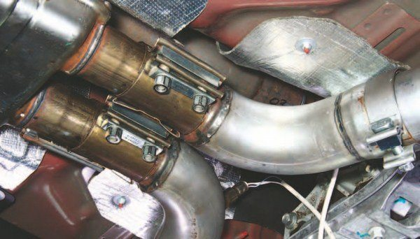 """These BBK """"L"""" pipes transition into the factory resonator from long-tubes for off-road use. Note the proper location of the oxygen sensors."""