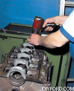 [Rebuilding the Small-Block Ford: Machining the Block Step by Step]03