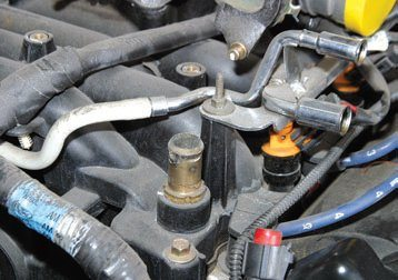 These are the quickdisconnect pressure and return fuel lines, which feed eight fuel injectors. The fuelpressure regulator is not visible in this photo, but it controls the fuel return flow to the tank. Fuel makes the loop to eight injectors and is regulated in its return flow to the fuel tank.