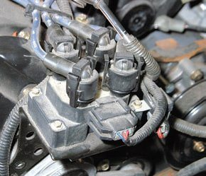 Earlier 1991–1999 4.6L Modular engines have distributorless ignition systems (DIS), meaning ECM-fired coil packs and eight ignition wires. Each coil fires spark plugs on both banks because of the fourchannel ECM. This means two spark plugs fire at the same time on opposite banks: one to make power and one that does not.