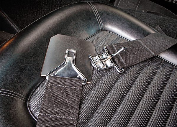 3-inch competition seat belts replaced the standard 2-inch Mustang straps again in 1966, with Impact replacing Ray Brown as the supplier later in 1966 production.