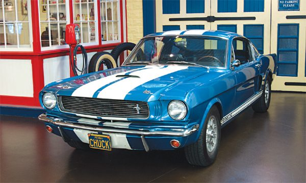 It would be a logical assumption that the new-for-1966 color scheme of blue with white stripes was Wimbledon White over Guardsman Blue, the exact reverse of the 1965 color scheme, but it would be a wrong one; the blue was not Guardsman nor was the white Wimbledon. Thunderbird Sapphire Blue was used as the blue (Ford had dropped Guardsman from availability in 1966) and Chevrolet commercial white (which was pure white, compared to the slightly creamy Wimbledon) was used for the stripes.