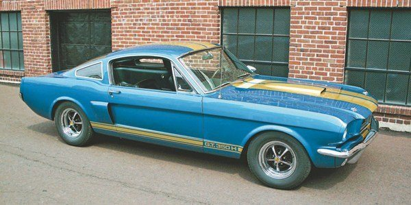 Hertz's top stripe indecision had settled down by the time blue cars began rolling off the Shelby assembly line, the result being that all Sapphire Blue cars were striped over the top in gold. (Photo Courtesy Tony Conover)