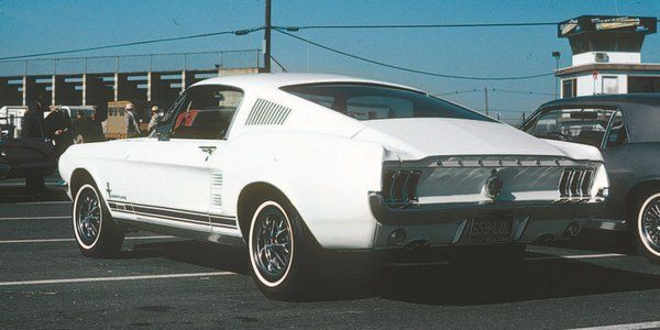 The borrowing of taillights from Mercury's Cougar, coupled with extensive use of fiberglass componentry in the rear (deck lid, quarter panel end caps, and taillight panel) all served to give the 1967 Shelby a unique visual appearance (top). The objective was to make the Shelby different from the Mustang (bottom) and that objective was reached.