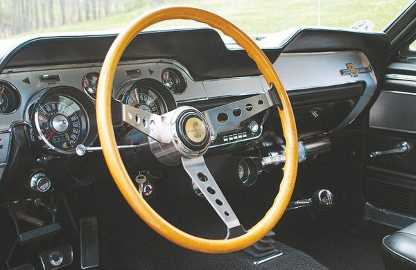 For 1967, an honest-to-goodness real wood steering wheel (with, for the first time, a horn button in the center) returned to the Shelby cockpits. However, cracked or otherwise defective wood wheels (supplied by the Italian firm of EFFPI) were a common warranty claim. The 1967 wheel was unique in having small plastic fillets where the spokes met the rim. Not surprisingly, there were a couple of slightly different versions of the wheel, the main difference being in the size of the plastic fillets.
