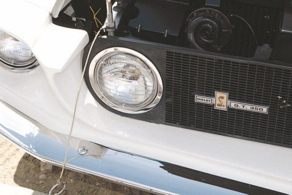 The outboard headlight was the apparent solution to legalize center headlights, although early Shelby American paperwork indicated that the original plan was for air-conditioned cars to receive the outboard lights (less impediment to airflow entering the radiator) and louvered hoods (to allow hot engine compartment air to escape).