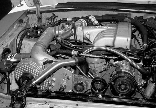 The 5.0L engine BD-11A Series Powerdyne street blower kits can be upgraded to the XB-1A-trim Powerdyne gear charger by simply swapping the blowers out (as shown on this 5.0L engine Mustang LX) and plumbing in a new oil feed line. This upgrade also applies to the FRT M-6066 Series street blower kits as well as the Powerdyne-manufactured B&M Automotive Products street blower kits.