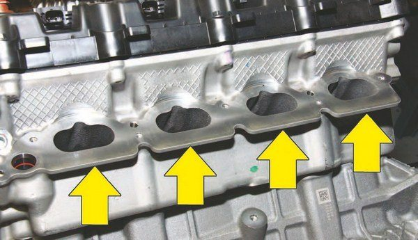 The revised 2015 head has these extended intake port flanges, which accommodate the CMCV system. This creates interference issues with the 2011–2012 intake manifold because of its extensive ribbing.